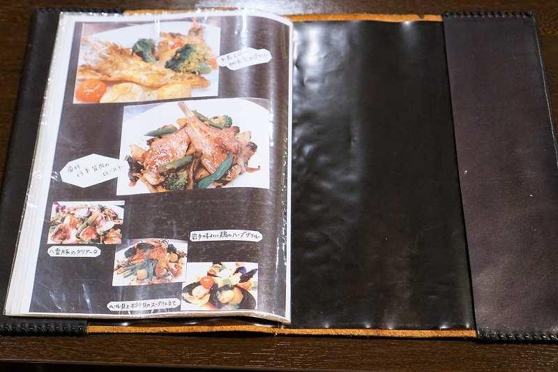「ビストロ ブランシュ」の料理写真が載っているメニュー表のページ