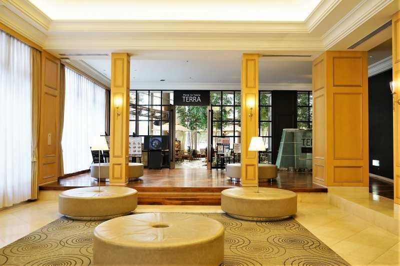 ホテルの1階奥にある、ファームトゥテーブルテラの入口外観