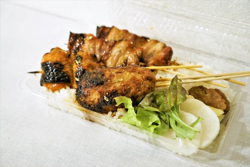 お刺身と焼き鳥ひげの「焼き鳥丼」(デリバリー)
