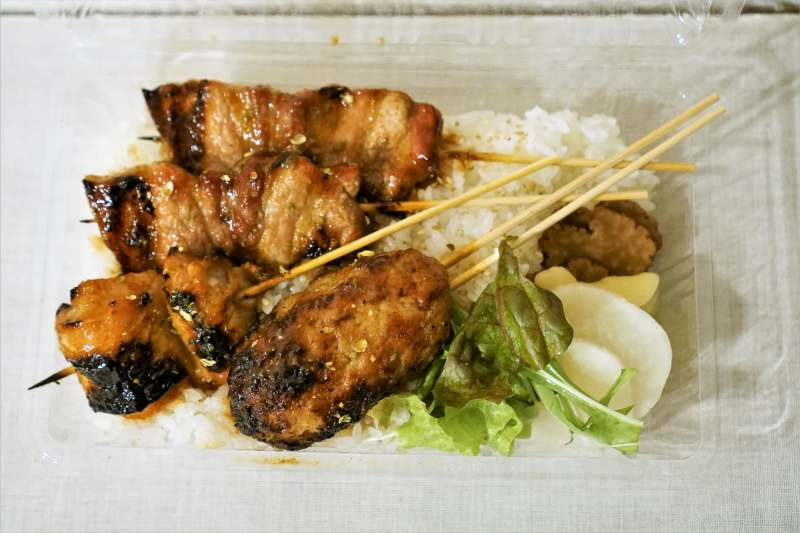 お刺身と串焼き ひげ「ひげの焼鳥丼」