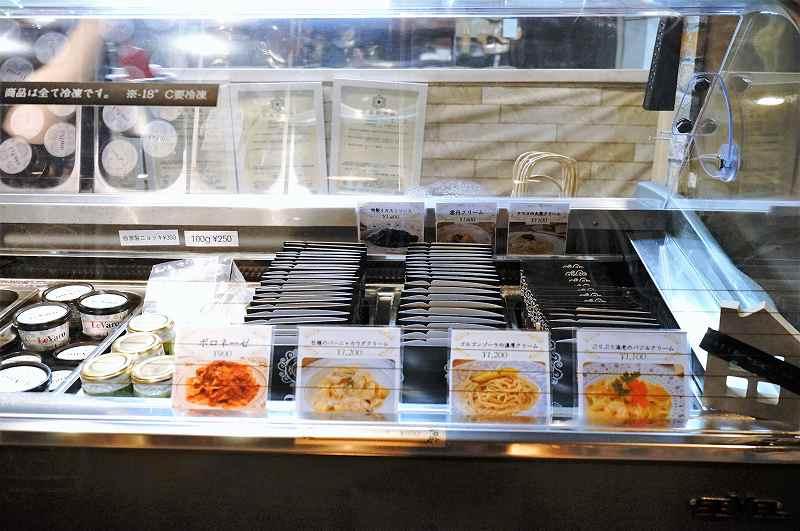 冷凍ケースの中で販売されているパスタソース