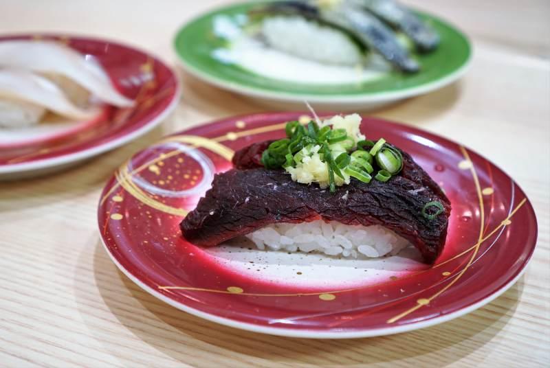 回転寿司まつりや クジラのお寿司