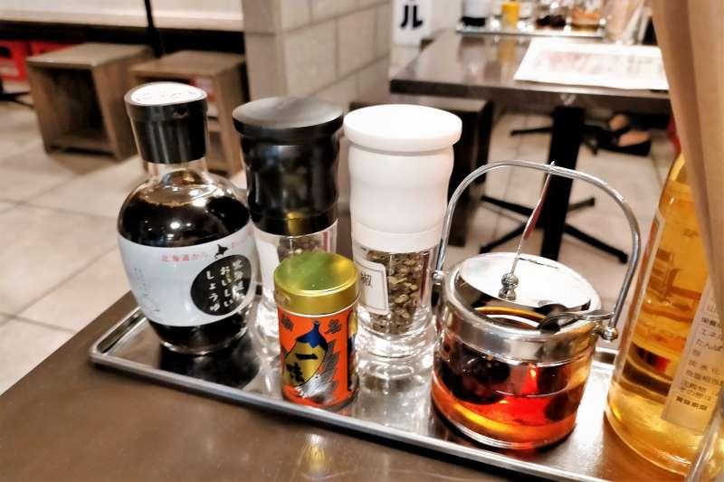 SAPPORO餃子製造所 卓上の薬味