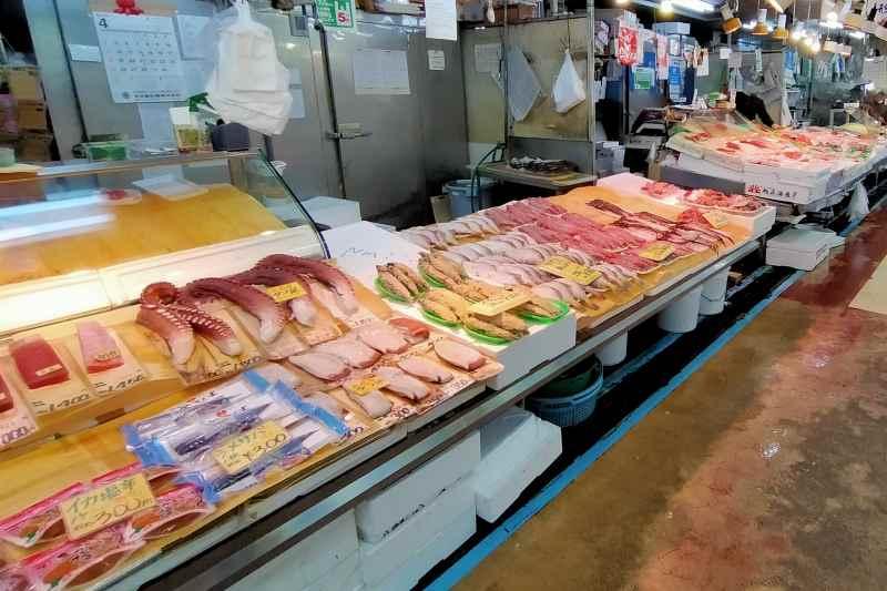 新鮮な魚が並ぶ南樽市場