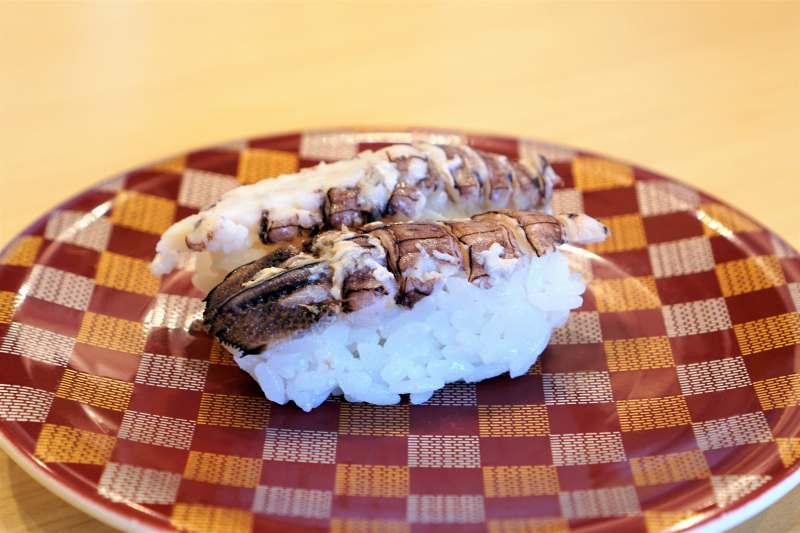 春シャコのお寿司がテーブルに置かれている