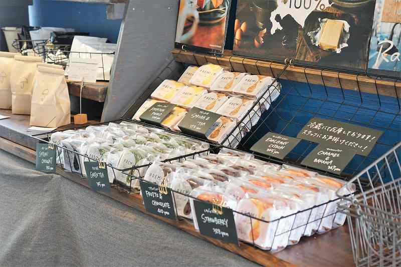カフェレインのパウンドケーキが売場に並んでいる