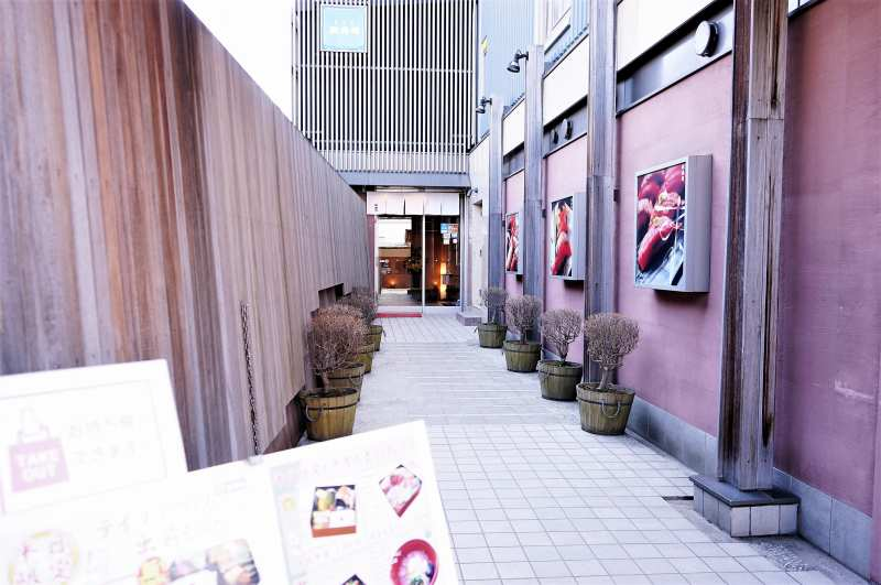 小樽政寿司本店の入口へ続く通路