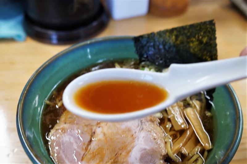 らーめん初代 醤油ラーメンのスープ