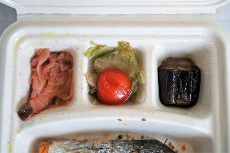 ナッシュの鮭のごま風味焼き弁当の副菜