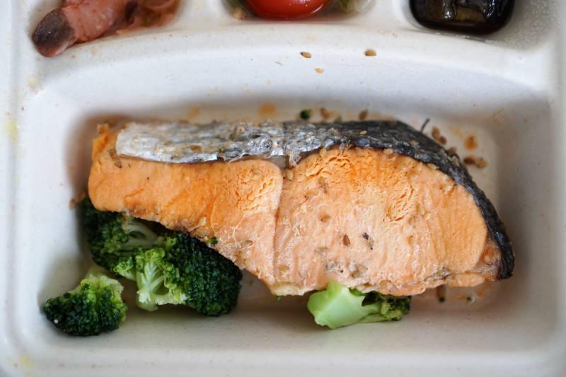 ナッシュの鮭のごま風味焼き