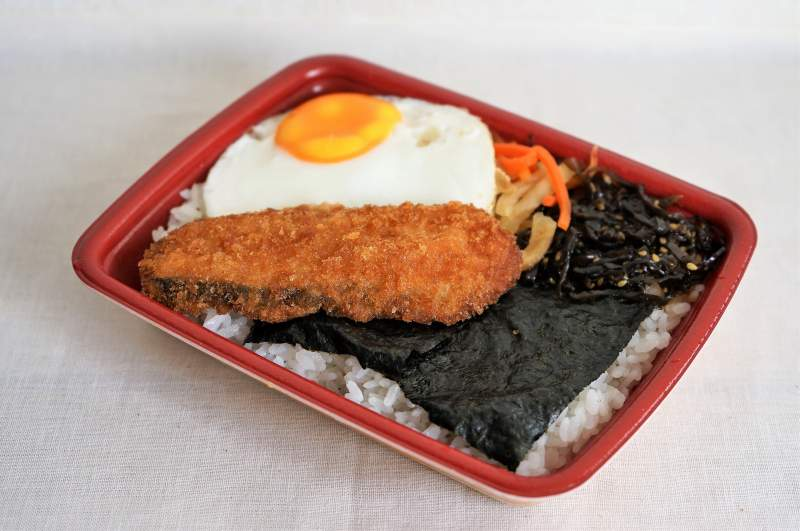 セイコーマートの のり弁鮭フライ