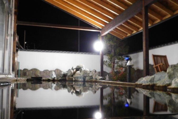 ホテルパラダイスヒルズの露天風呂