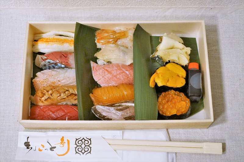 ちょこっと寿司 別邸の握り寿司 極み12貫がテーブルに置かれている