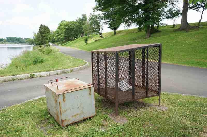 皆楽公園キャンプ場のゴミ箱・炭捨て場