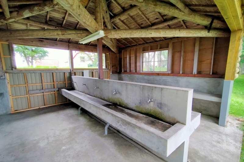 皆楽公園キャンプ場の炊事場