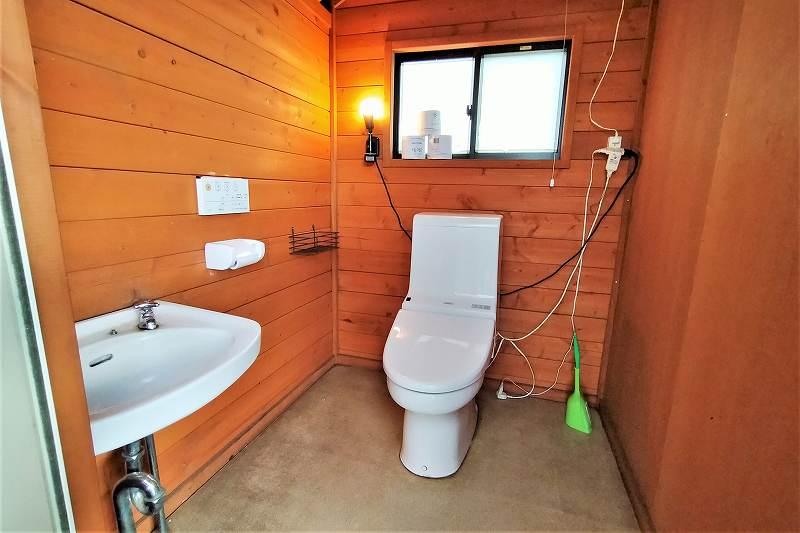 星に手のとどく丘キャンプ場のトイレ