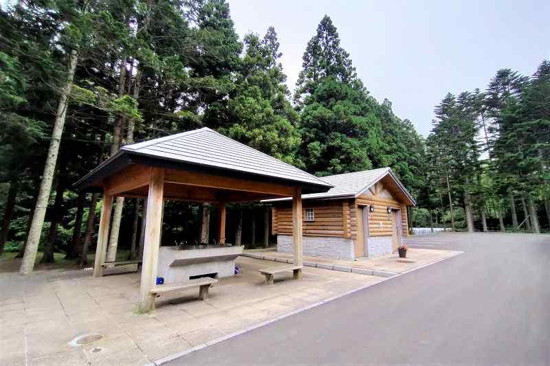 戸井ウォーターパークキャンプ場のフリーテントサイトの炊事場・トイレ