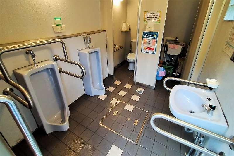 戸井ウォーターパークキャンプ場のフリーテントサイトのトイレ