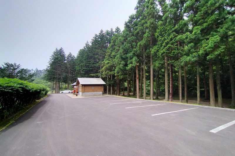 戸井ウォーターパークキャンプ場のフリーテントサイト駐車場