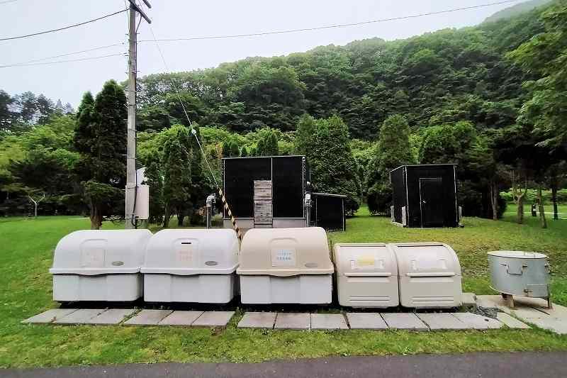 戸井ウォーターパークキャンプ場のオートサイトのゴミ捨て場