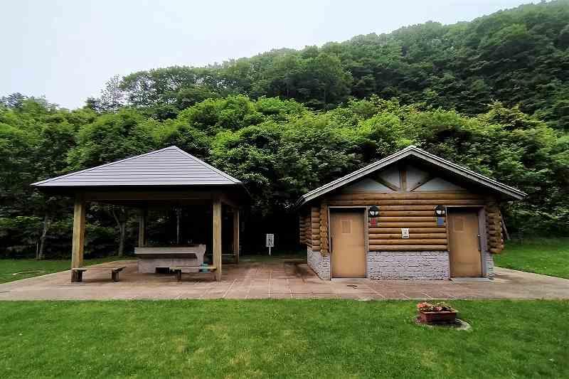 戸井ウォーターパークキャンプ場のオートサイトの炊事場・トイレ