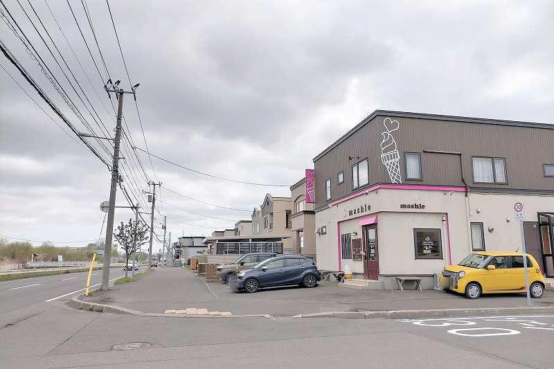ましゅれ 札幌白石本店と駐車場の外観