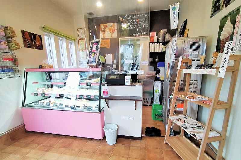 白をベージュを基調とした「ましゅれ 札幌白石本店」の内観