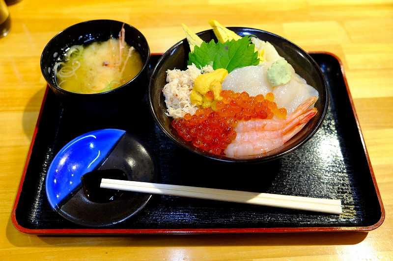 函館の海鮮丼