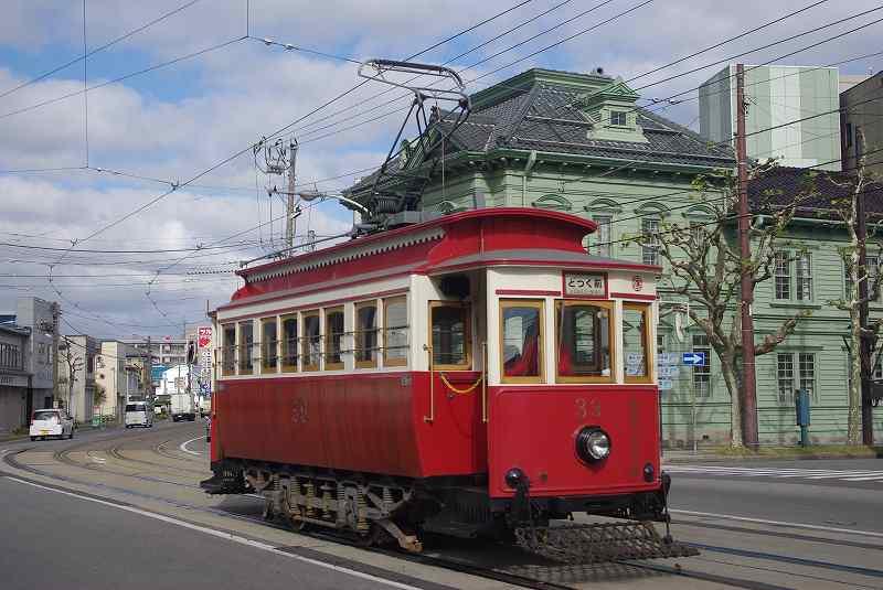 函館市内を走るハイカラ電車