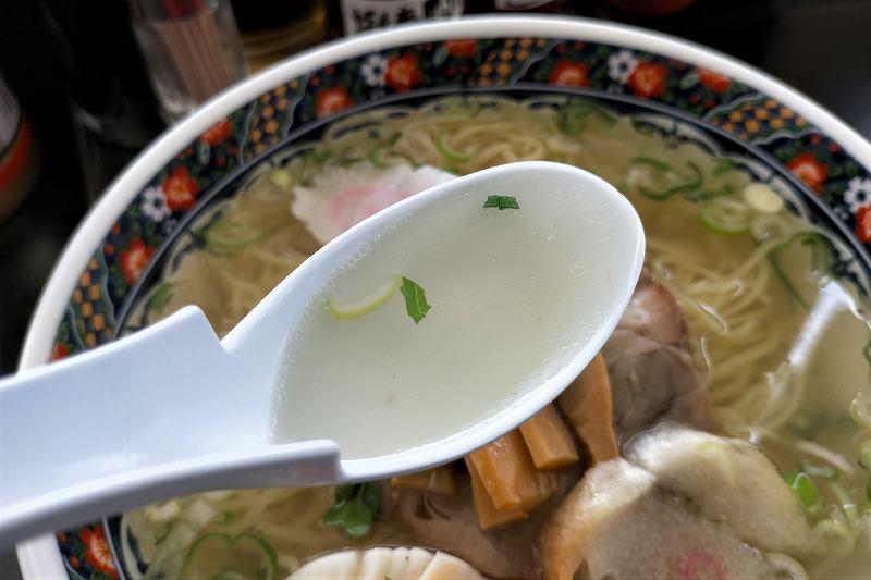 函館麺厨房の塩ラーメンのスープ