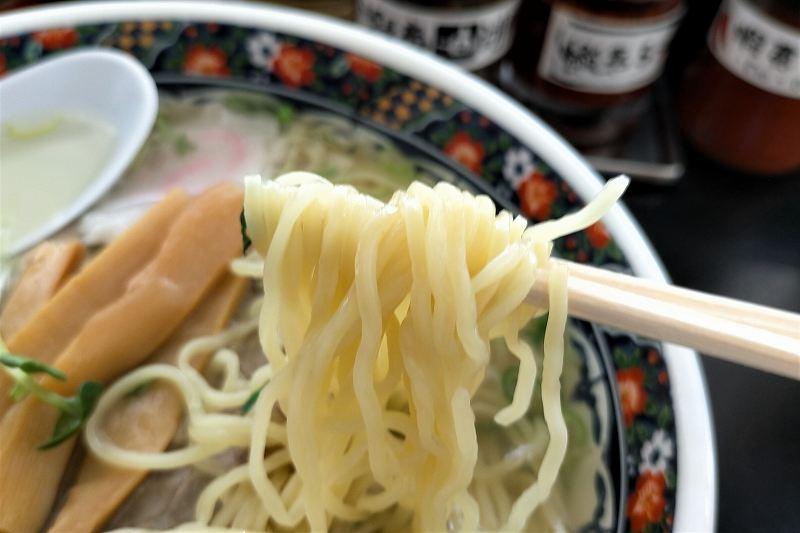 函館麺厨房あじさいの塩ラーメンの麺