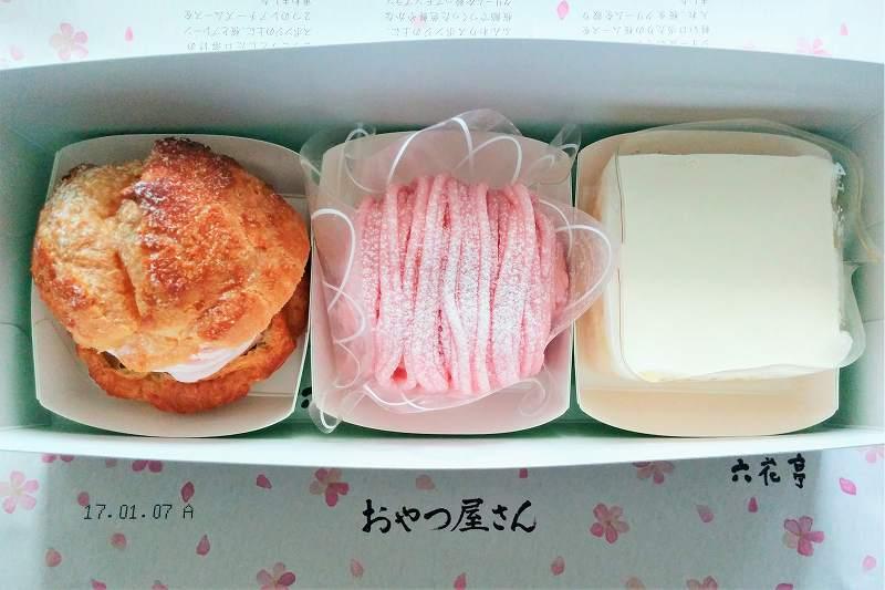 桜スイーツ3種が入れられた箱が、テーブルに置かれている